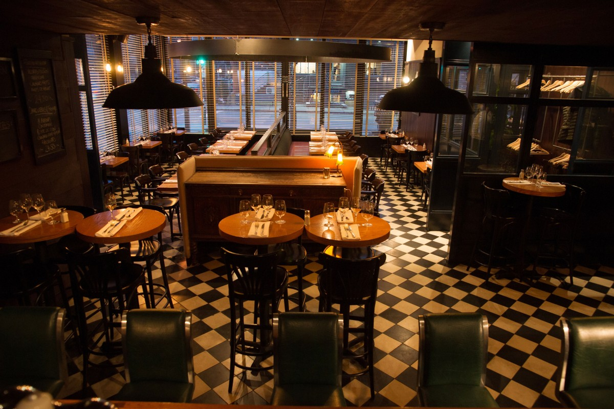 Les Cavistes Bistro Bar A Vin