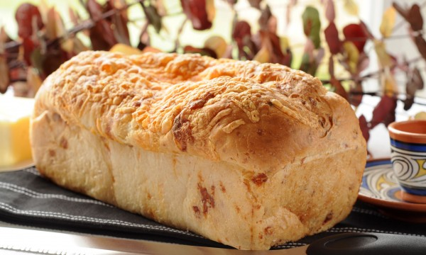 Irresistible homemade cheese and parsley bread