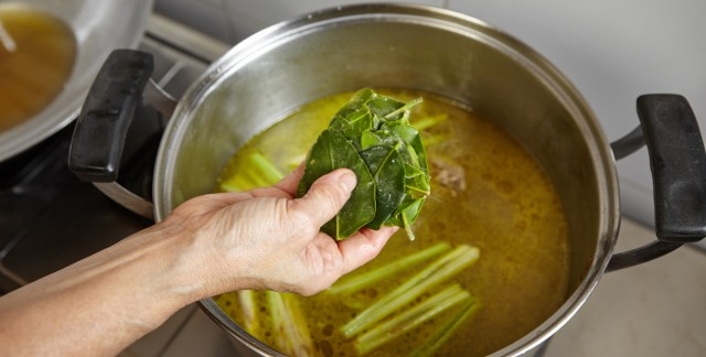 How to make chicken stock and bouillon cubes