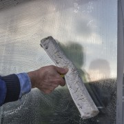 4 easy tips for sparkling-cleaning windows
