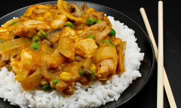Delicious curried chicken with raisins
