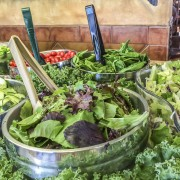 9 Healthy pointers to eat safely at salad bars