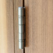 5 tips to silence noisy doors