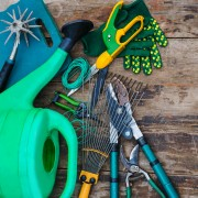 4 tips to select and care for your garden tools