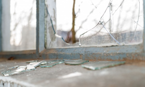 6 safe and easy steps to replace a broken window