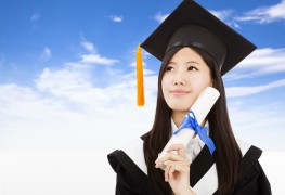 8 helpful tips to handle graduation day stress