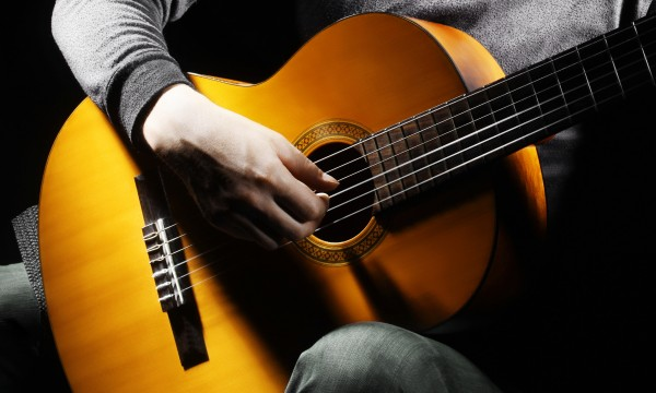 4 tips for teaching yourself to play the guitar
