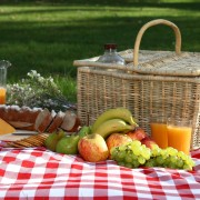 Your guide to planning a healthy picnic