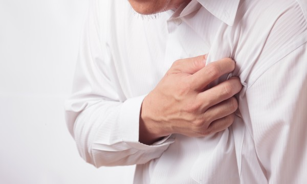 Recognizing the symptoms of heart attacks and arrhythmia