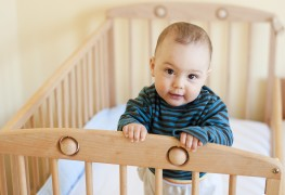 5 things to consider when buying a baby crib