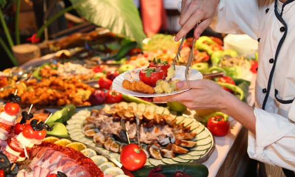 The secret to finding the best hotel buffets in canada - Presentation buffet froid deco ...