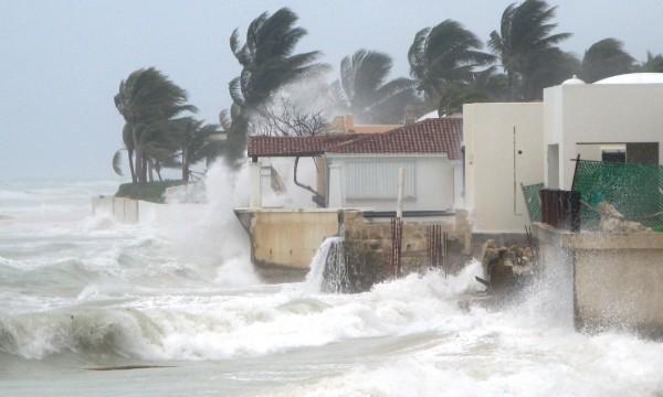 9 Hurricane home lockdown tips