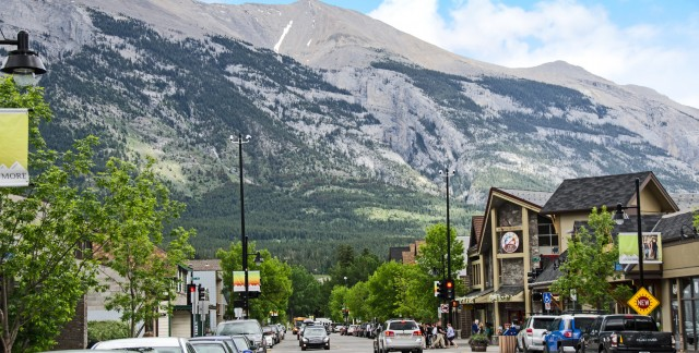 Canmore day trip: Where to eat, hike and shop