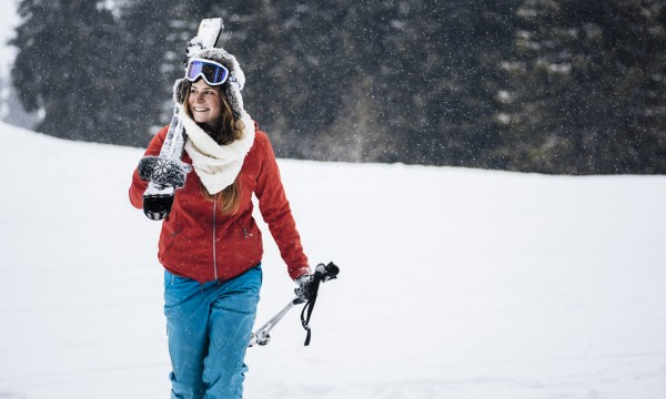 4 clever ways to save on winter sports