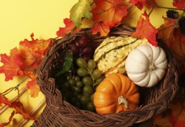 4 ideas for making a Thanksgiving flower arrangement
