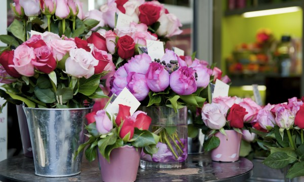 Local vs. online florists: comparing the pros and cons