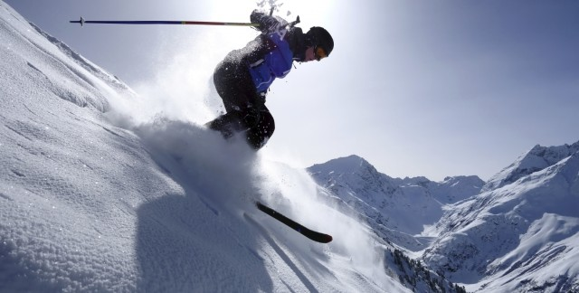 Your guide to choosing the right ski pants for men