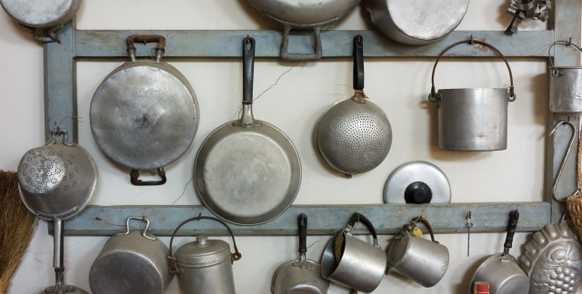 How to clean iron furniture, décor and cookware