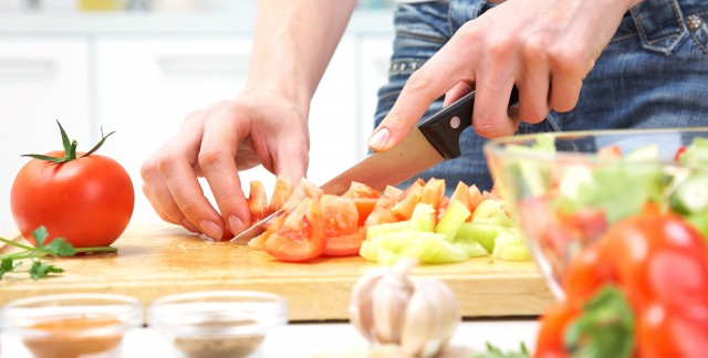 Easy ways to keep a kitchen knife sharp