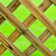 How to Clean Garden Lattices and Lawnmowers