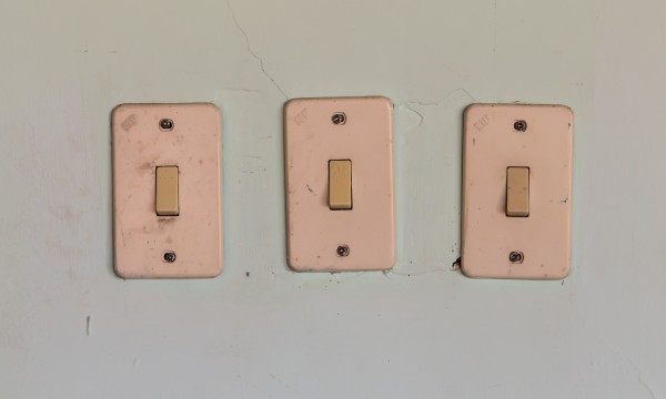 Replacing a wall switch in 4 steps