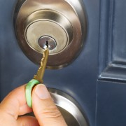 How to choose a door lock
