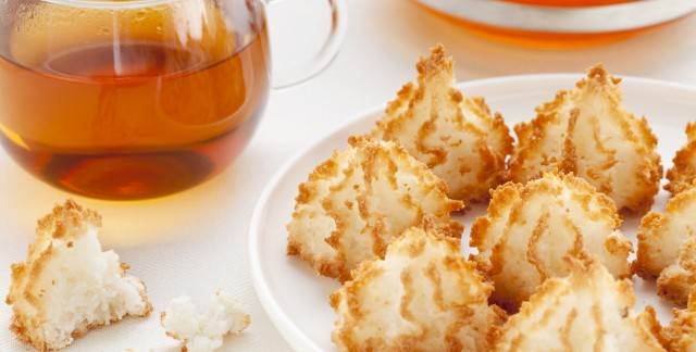 How to make coconut macaroons and gingersnaps