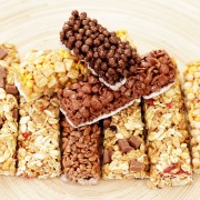 2 sweet snack recipes: mixed nut bars and Austrian almond cookies