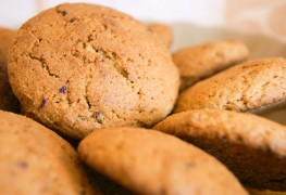2 favourite cookie recipes made easy: oatmeal and peanut butter