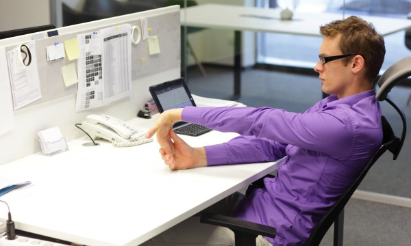 9 fatigue-fighting stretches you can do at your desk