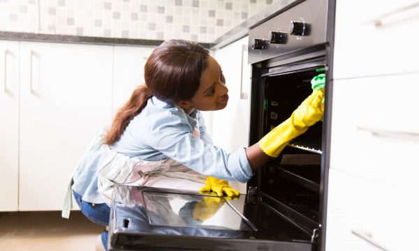 Effort-saving oven cleaning tips that are easy to do