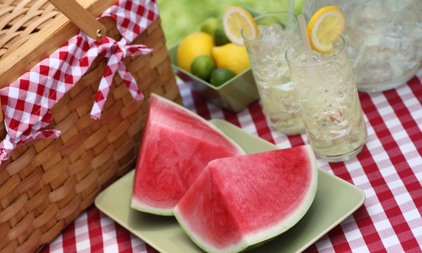 10 healthy and delicious foods to pack for a picnic