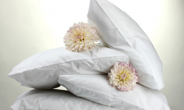 a simple guide to cleaning pillows smart tips
