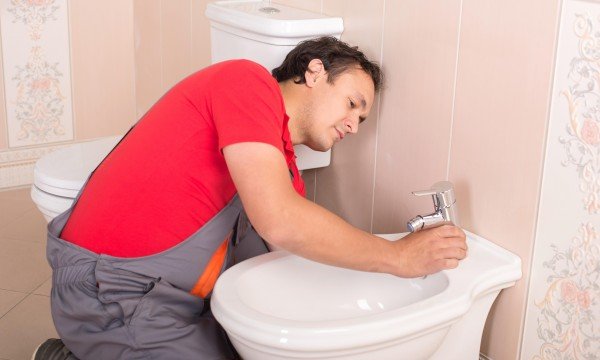Tips for dealing with plumbing problems in your new home
