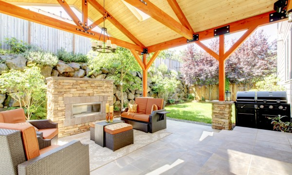 Building a deck or porch: choosing material and finishes