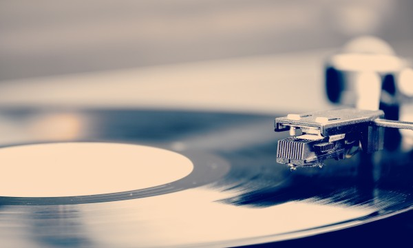 7 steps to care for old records and make them last