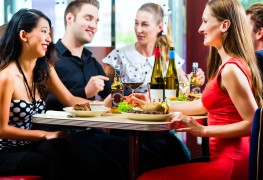 9 secrets to eating well at a restaurant