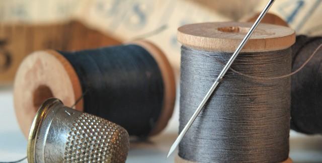 Sewing DIY: thread a needle, replace a zipper and hem a skirt