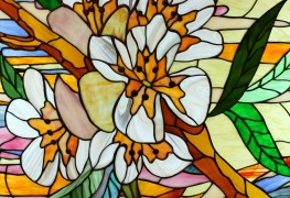 Steady tips to clean stained or leaded glass