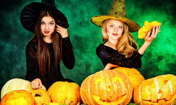 5 tips for throwing a Halloween party for teens