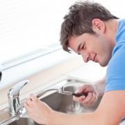 Comment déboucher un évier ou un broyeur à déchets