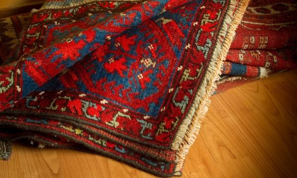 Des solutions pour les tapis qui glissent et les planchers qui grincent