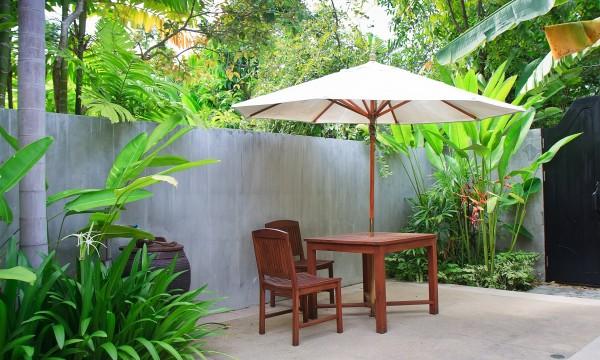 Comment nettoyer le mobilier de jardin en teck | Trucs pratiques