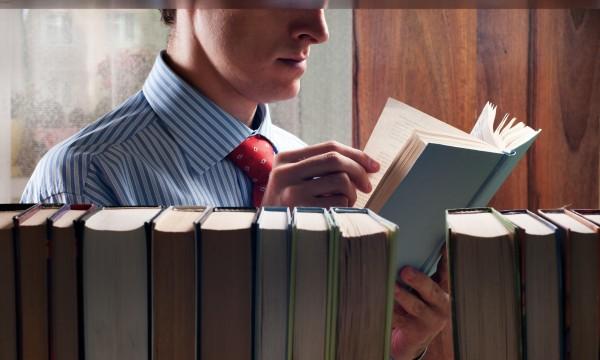 Conseils pour bien nettoyer vos livres sans les abîmer