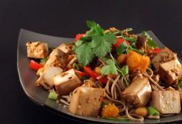 Recette de sauté printanier au tofu et sauce épicée