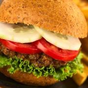 Deux bons conseils pour manger un hamburger santé