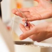 Où les bijoutiers trouvent-ils leurs matériaux?