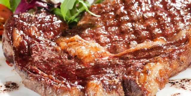 Recette nutritived'une salade accompagnée d'un filet mignon