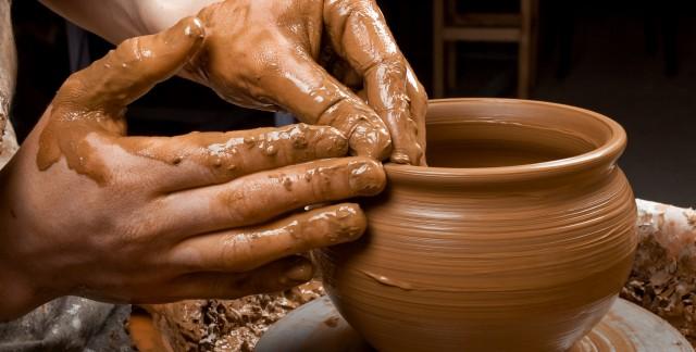 Comment travailler l'argile pour faire de magnifiques poteries