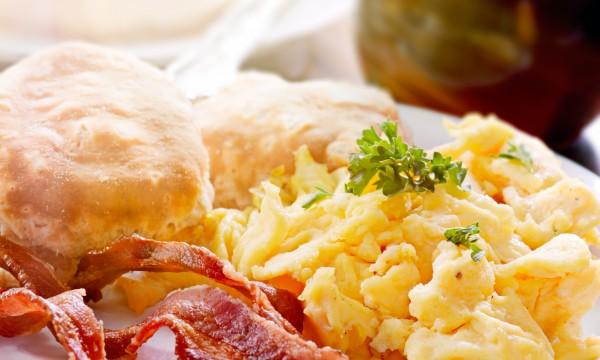 4 types de petit déjeuner servis à l'hôtel